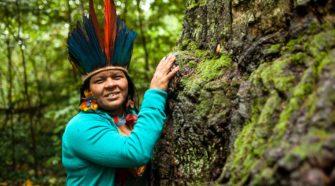 Indigenen Aktivistin Sonia Guajajara beim Besuch in Berlin