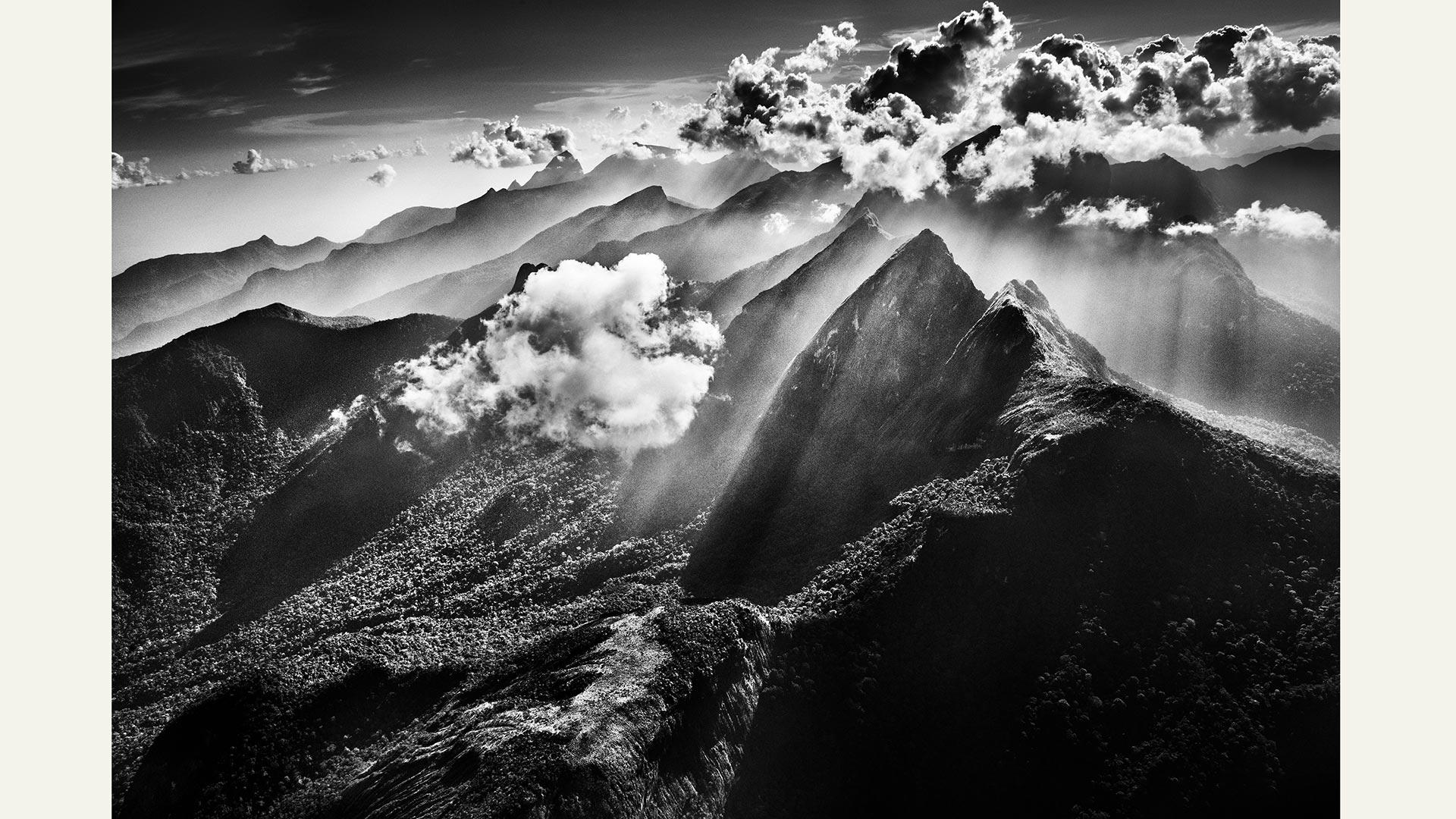 Berge in dramatischem Licht Sebastião Salgado. Amazônia TASCHEN Sebastião Salgado, Lélia Wanick Salgado