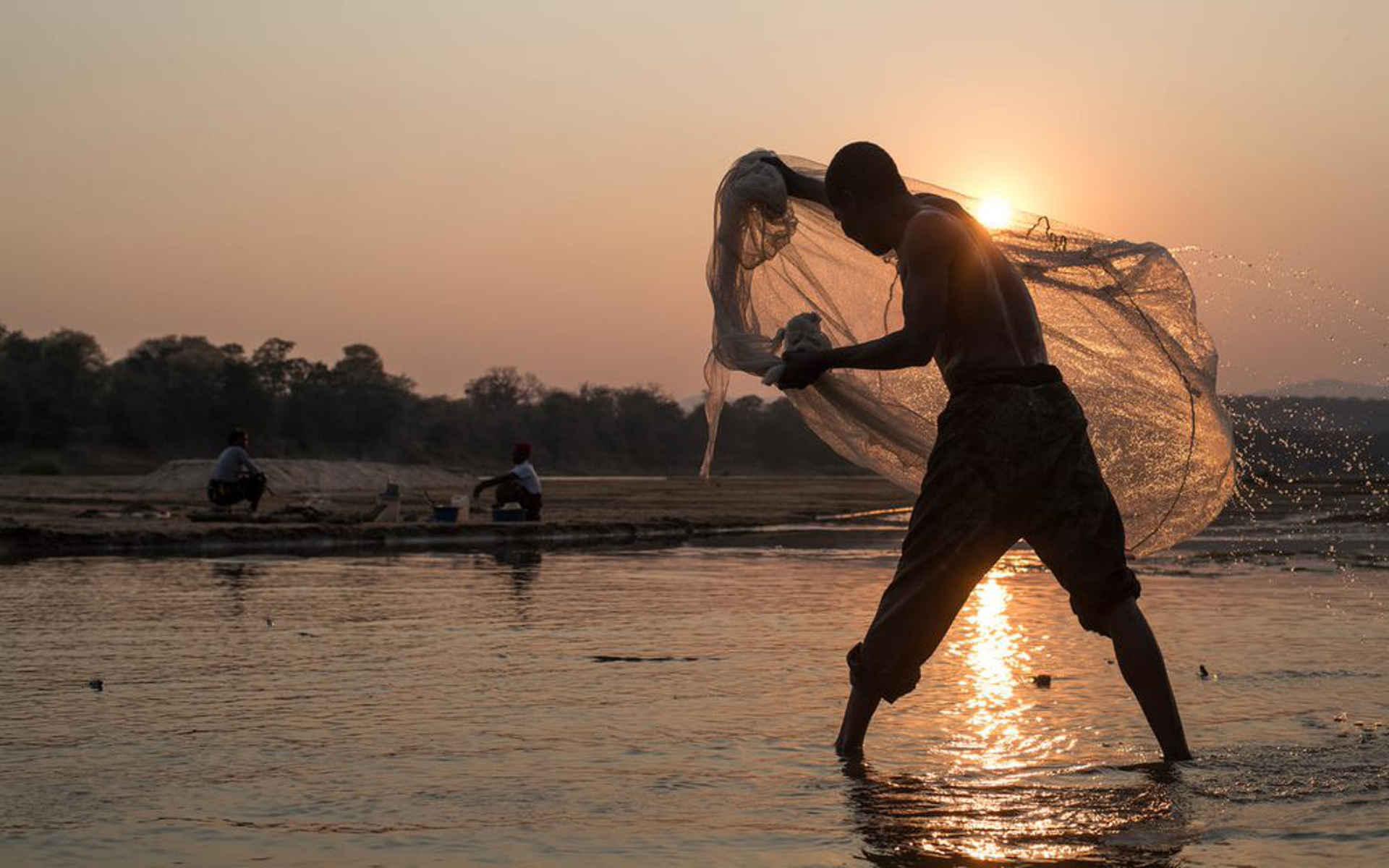 Flüsse: Fischer Luangwa Sambia
