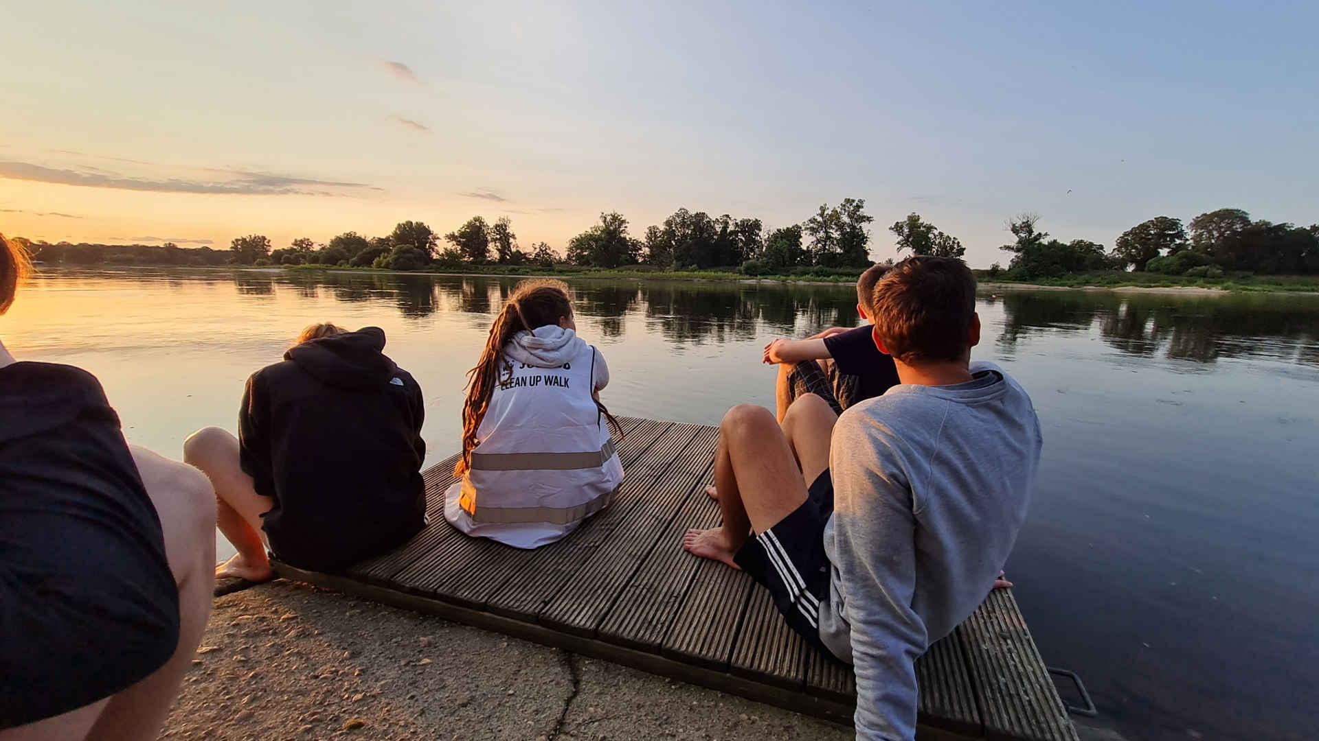 wwf jugend clean Up walk: Sonnenuntergang an der Elbe